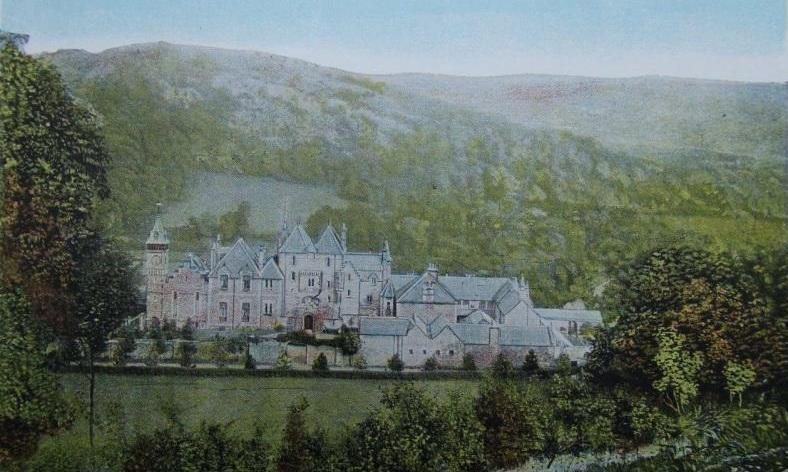 Vintage Post Card photo of Craig y Nos Castle