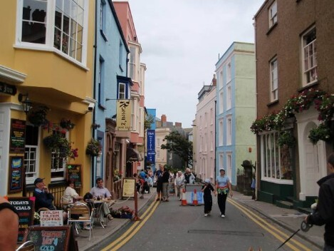 Dog Friendly B&B Wales - a dog's day out in Tenby town centre and pretty village streets